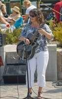Musician Laura Lashbrooks 1