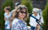 Musician Laura Lashbrooks 2